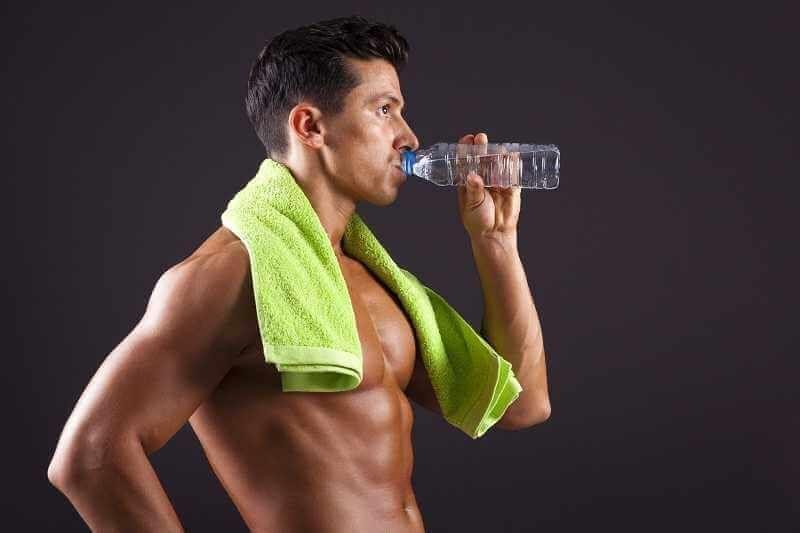 como aumentar masa muscular: Agua para la musculación