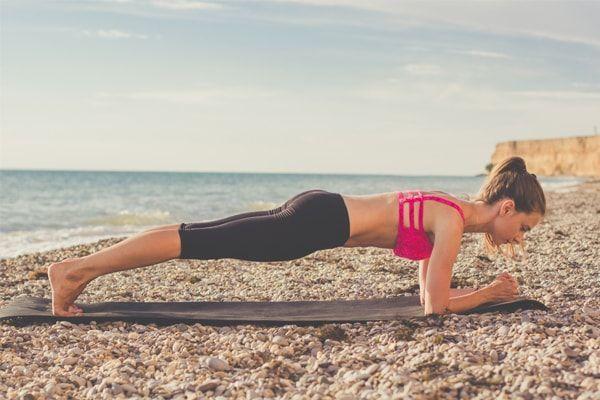 ejercicios para hacer en la playa plancha