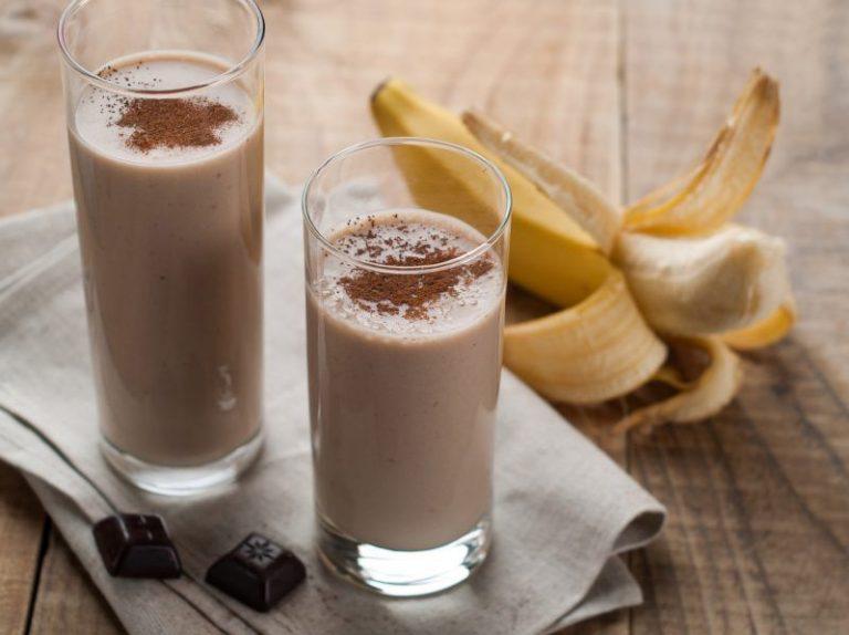 receta del batido de proteinas de chocolate y mantequilla de mani