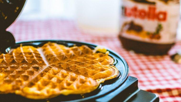 Con esta crema de avellanas Podemos elaborar desde tarta de Nutella, Hasta acompañar bizcochos, hojaldres o gofres.