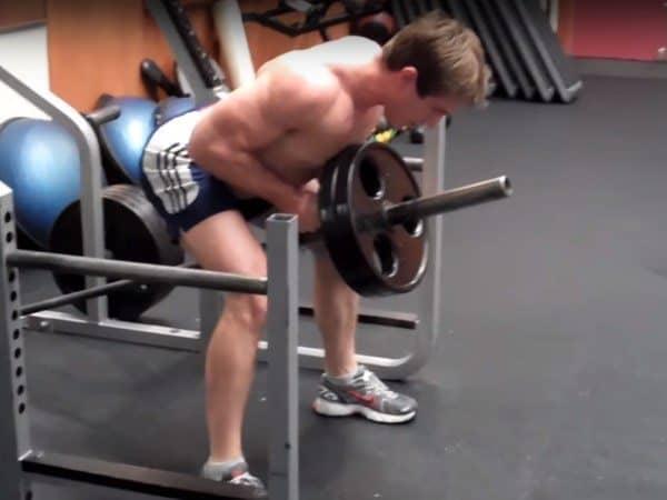 fase concentrica del ejercicio remo en barra T